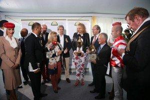 Manuela Daverio-Scharfenberg accepts award